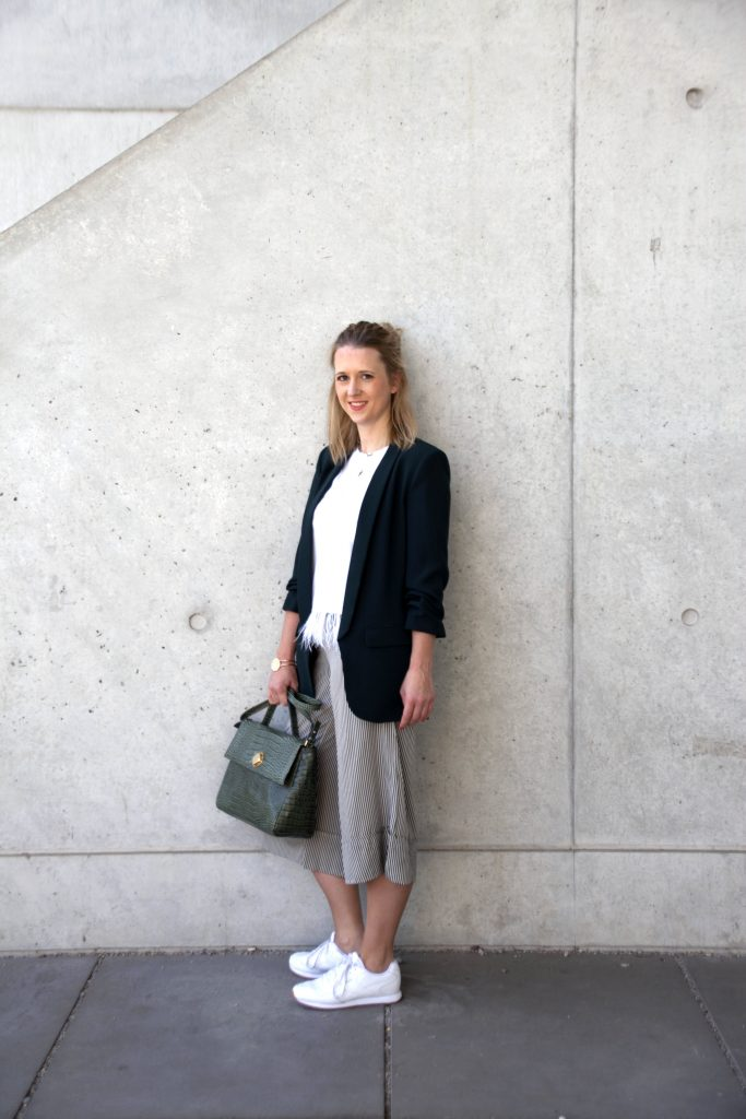 Outfit weiße Sneaker Streetstyle Culotte