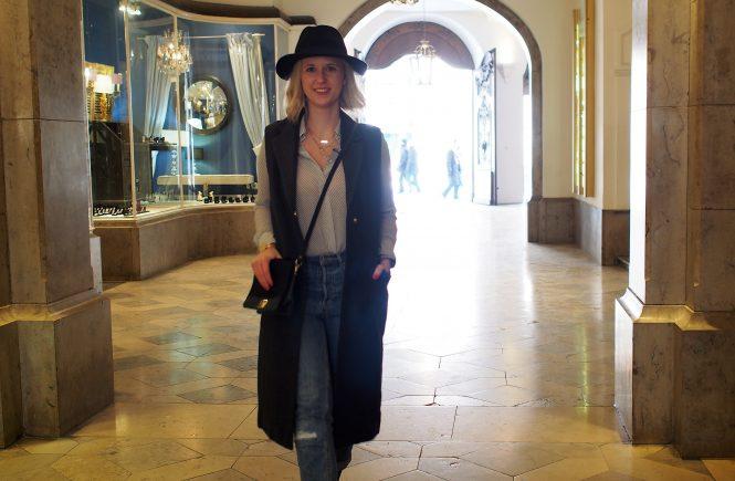 Outfit Longweste grau
